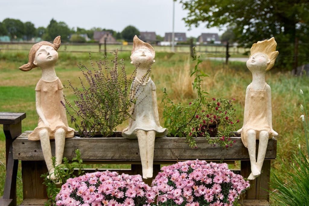 Liliane groß Kantenhocker moderne Skulptur Dekofigur *Less Colours Sabo Design*